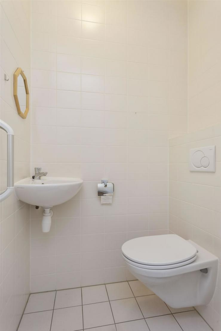 5451BT26_toilet.jpg